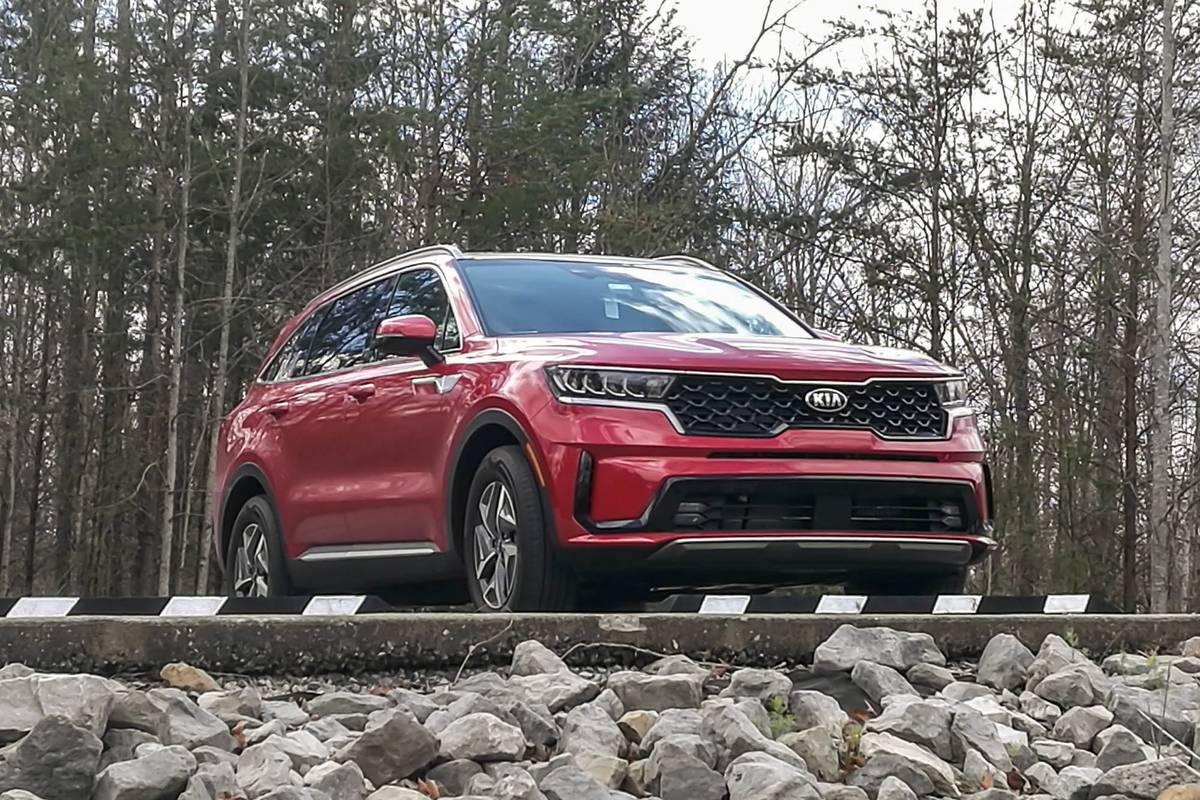 kia-sorento-hybrid-2021--01-angle--exterior--front--red.jpg