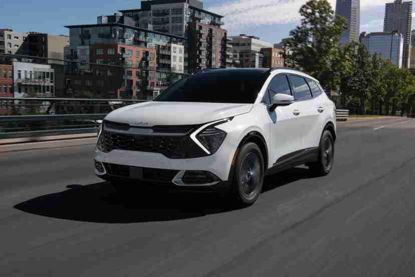kia-sportage-sx-2023-17999-dynamic-exterior-front-angle-suv-white