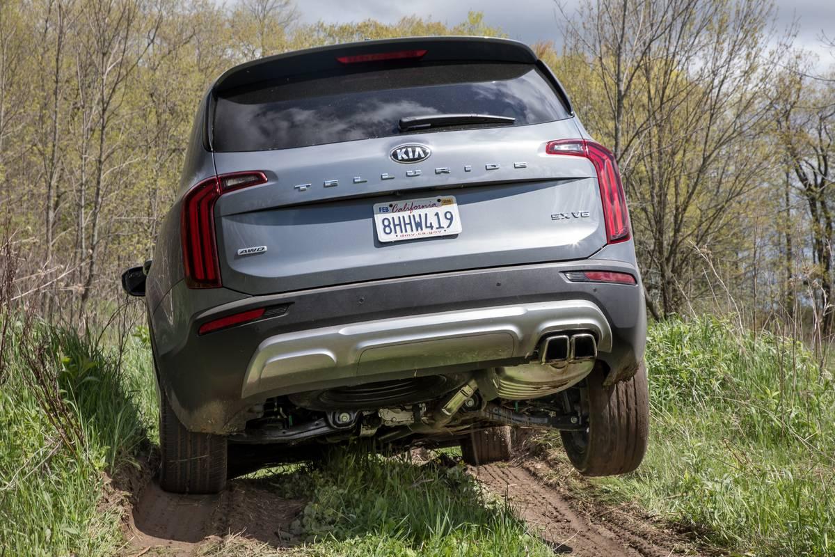 kia-telluride-2020-04-dynamic--exterior--grey--off-road--rear.jpg
