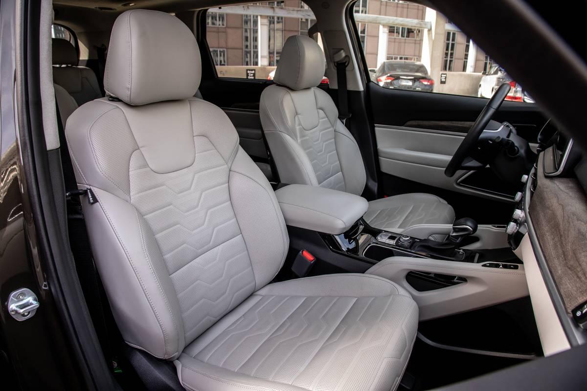 kia-telluride-sx-awd-2020-17-front-row--interior--seat.jpg
