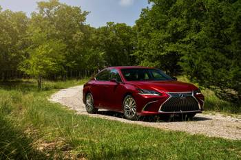 2021 Lexus ES Offers AWD, Smaller Engine and Black Line Special Edition