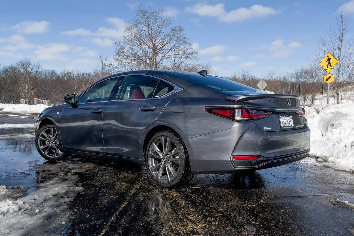 lexus-es-250-awd-f-sport-2021-06-angle--exterior--gray--rear-.jpg