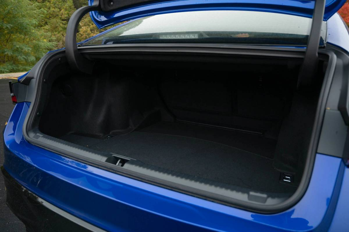 2021 Lexus IS 350 trunk