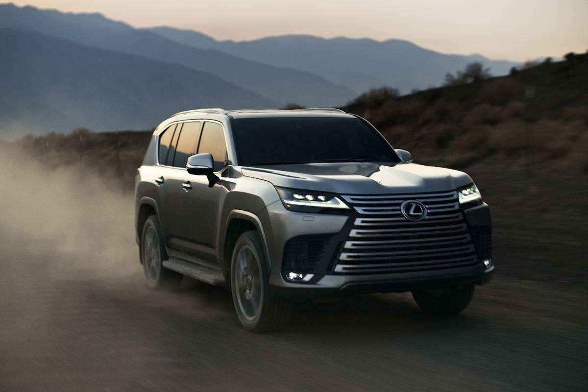 lexus-lx-600-luxury-2022-14-exterior-front-angle-silver-suv