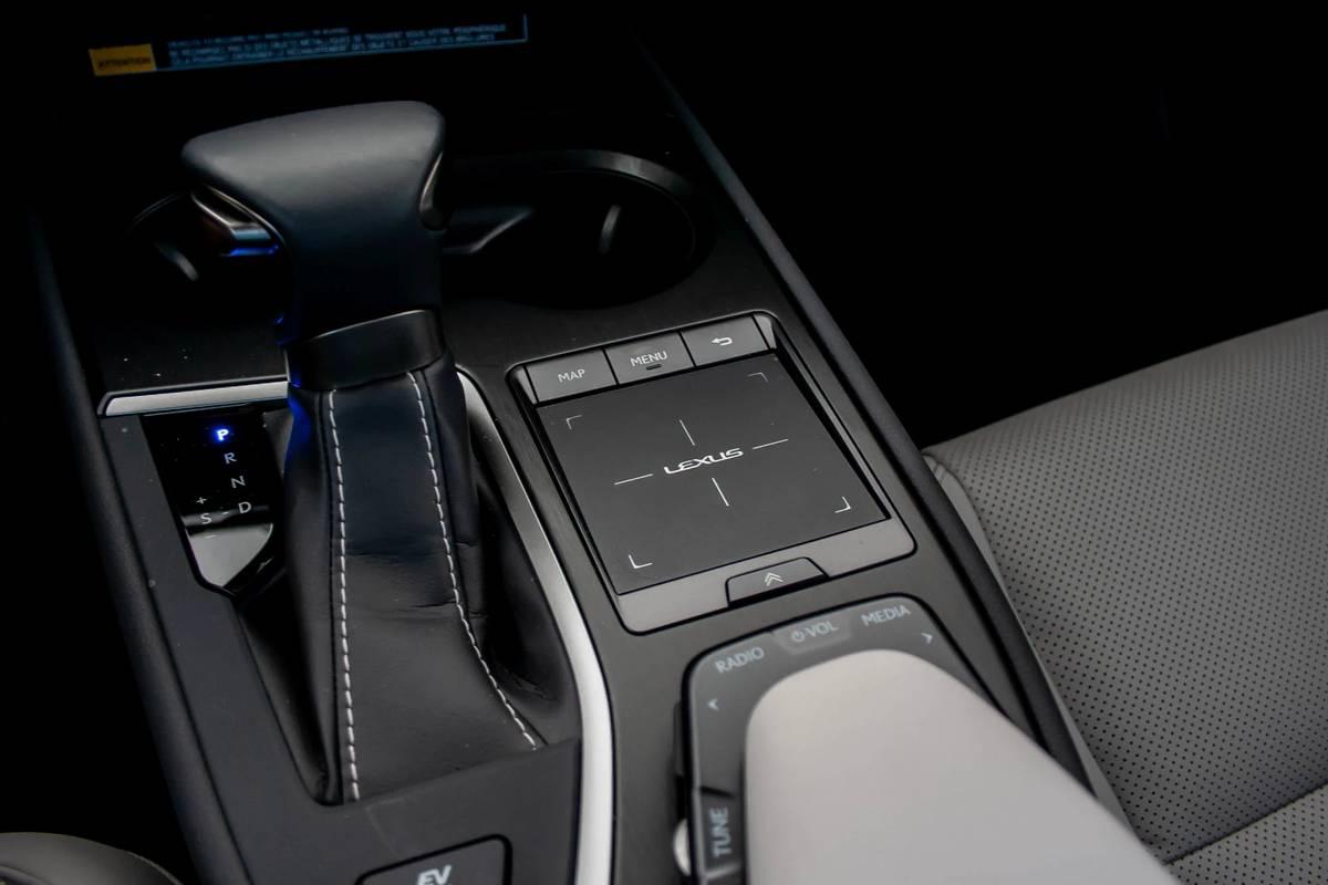 2020 Lexus UX 250h touchpad