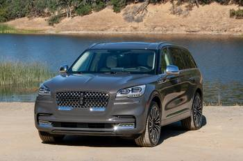 How Do Car Seats Fit in a 2020 Lincoln Aviator?