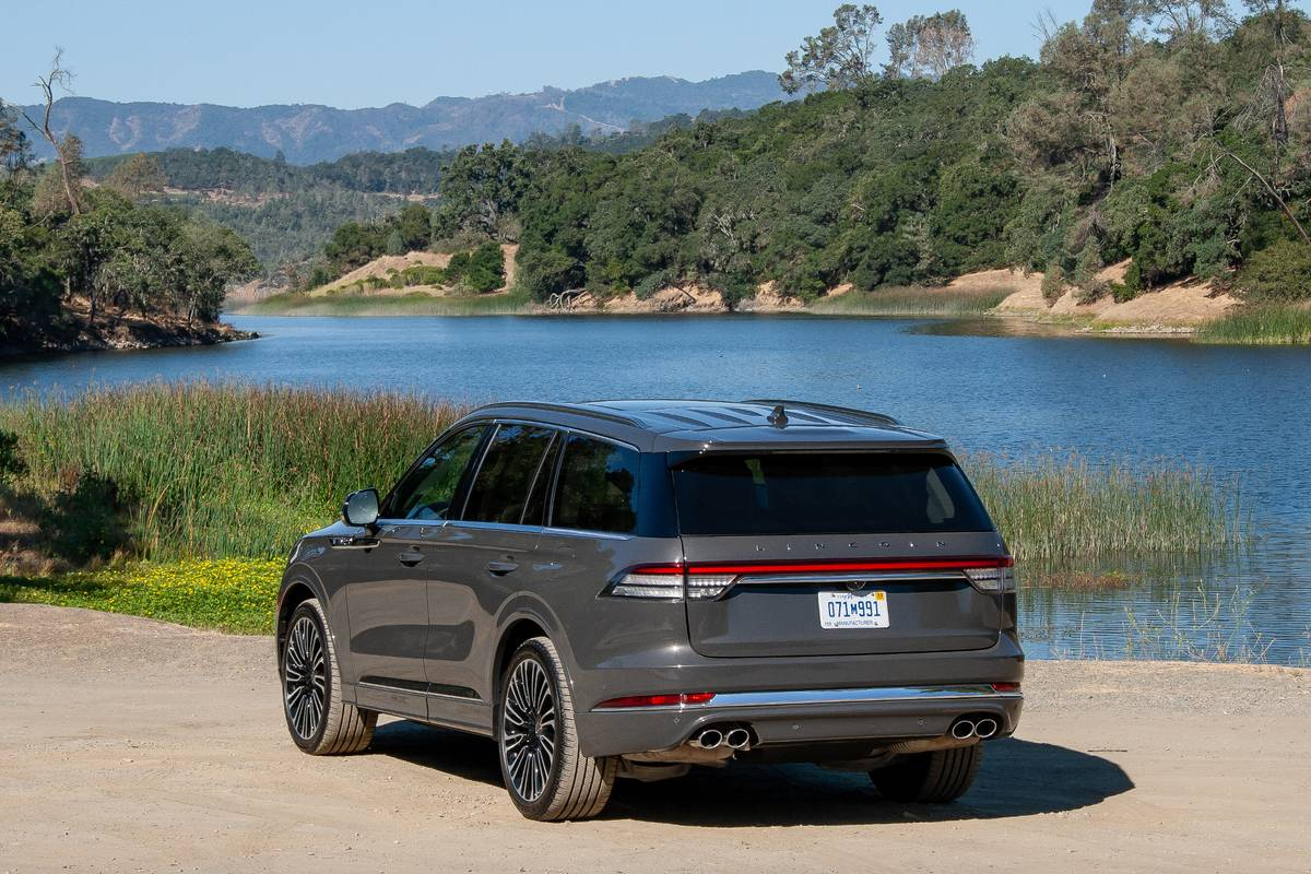 2020 Lincoln Aviator Video A True Luxury Suv Depending On Where