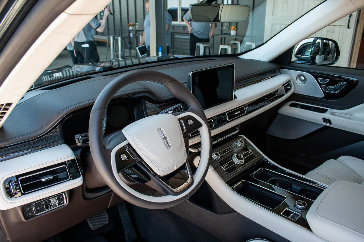 2020 Lincoln Aviator 9 Things We Like And 4 Things We Don T
