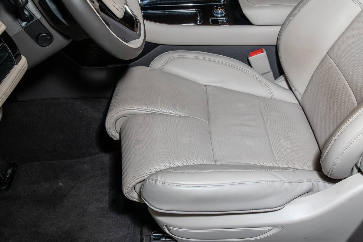 lincoln-aviator-reserve-awd-2020-7-front-row--interior.jpg