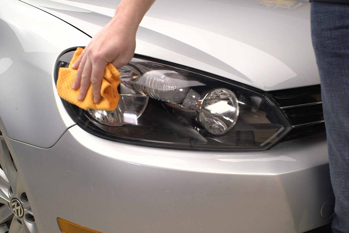 maintenance--01-cleaning-polishing--exterior--headlights.jpg