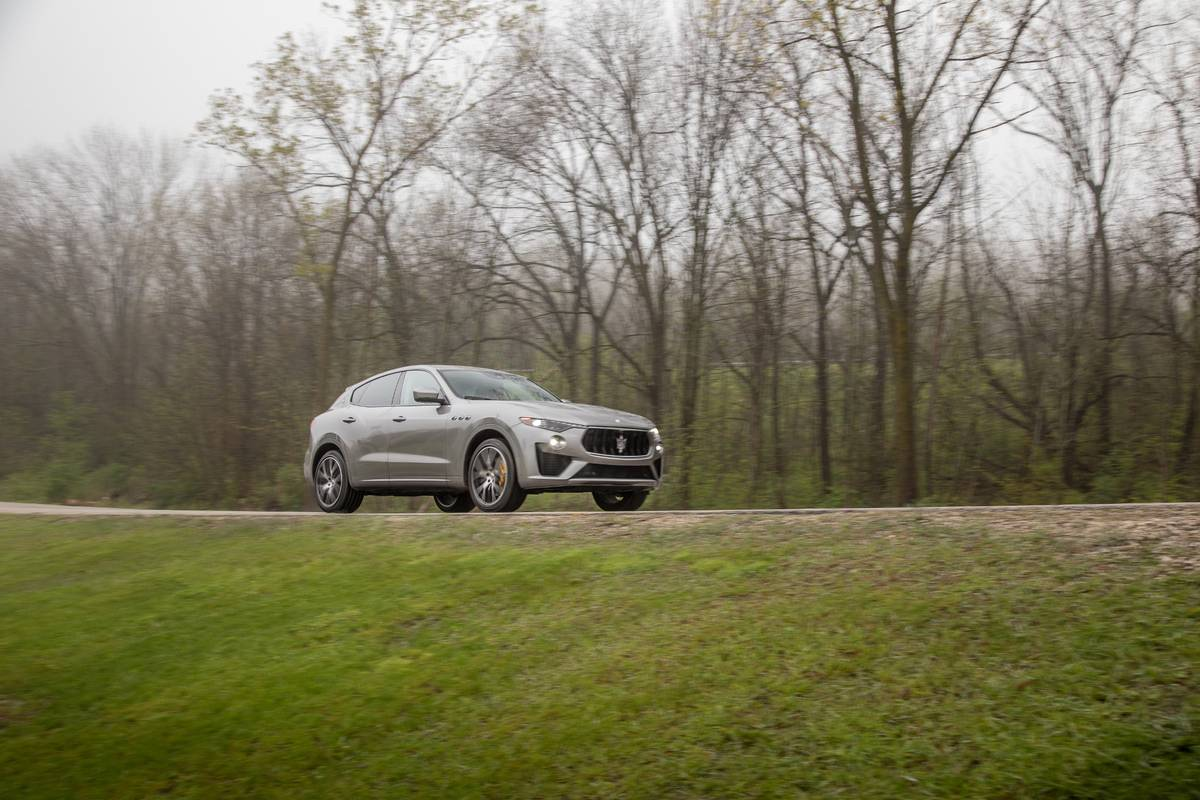 maserati-levante-2019-05-angle--dynamic--exterior--front--outdoors--silver.jpg