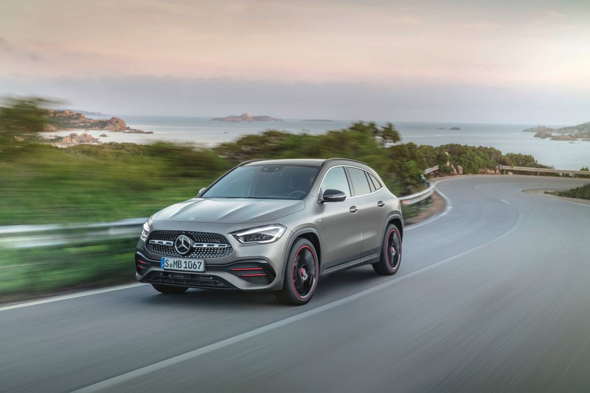 mercedes-benz-gla-2021-01-angle--dynamic--exterior--front--silver.jpg