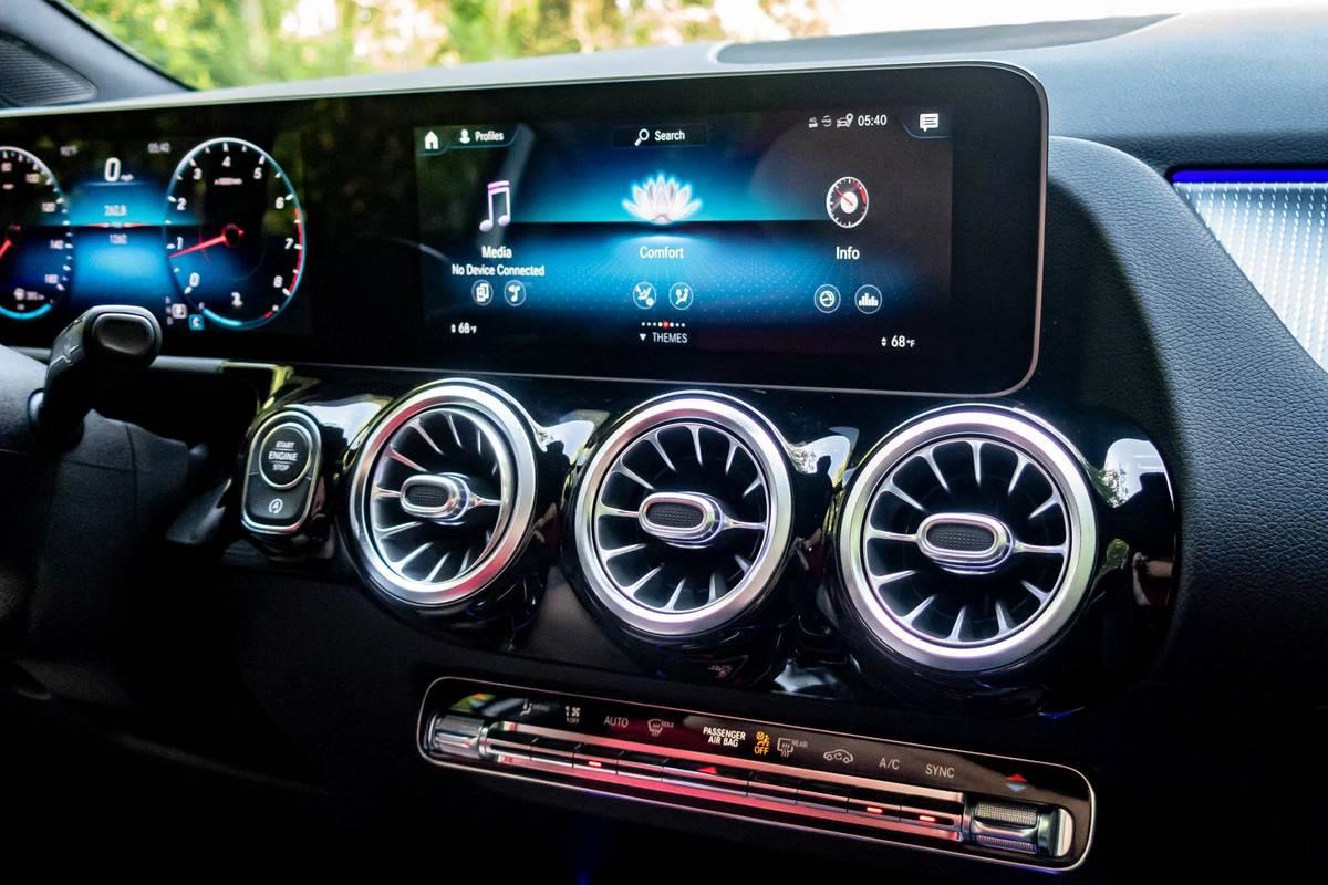 2021 Mercedes-Benz GLA 250 center display screen