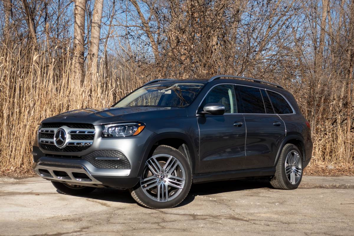 Front angle view of a silver 2020 Mercedes-Benz GLS450