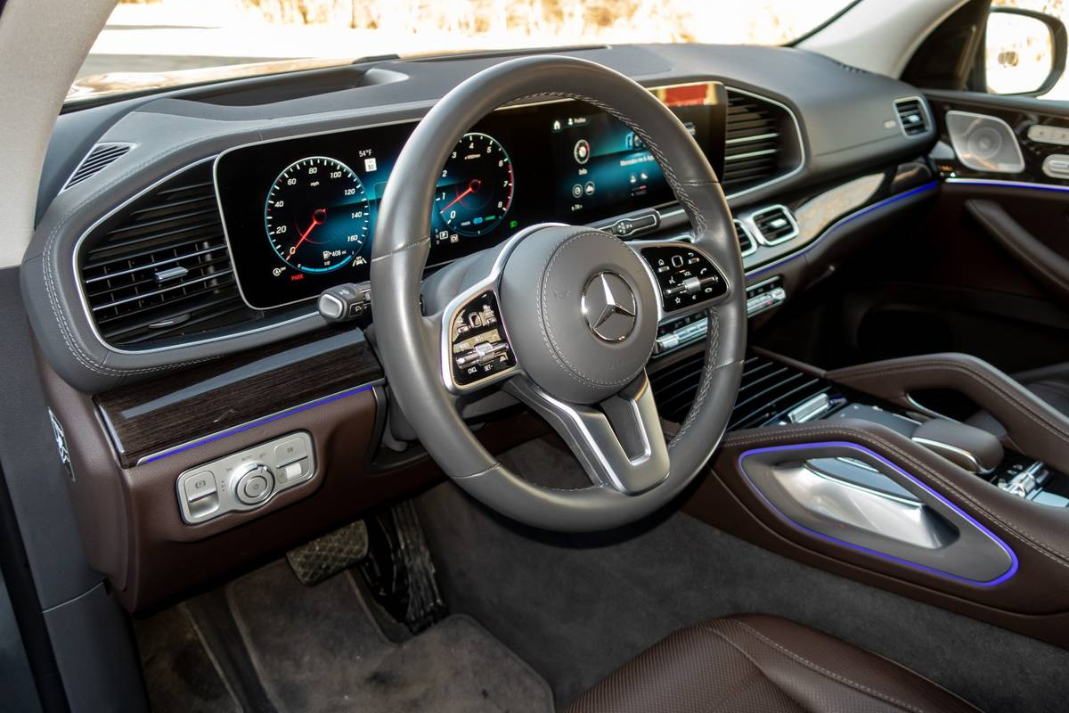 2020 Mercedes-Benz GLS450 steering wheel and dashboard