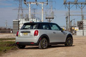 2020 Mini Cooper SE Hardtop: 5 Things We Like and 3 Things We Don't