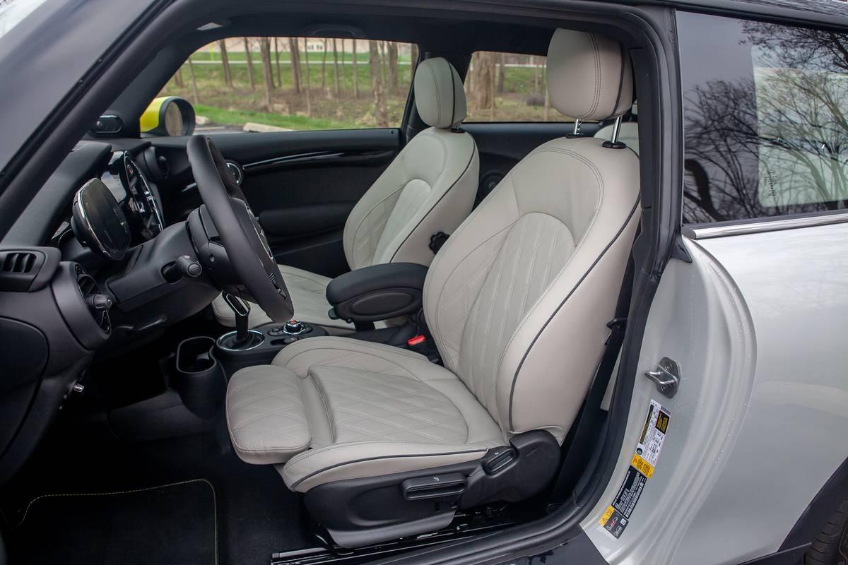 mini-cooper-se-electric-2020-11-front-row--interior.jpg