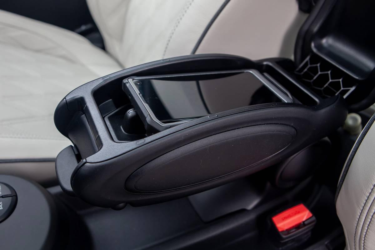 mini-cooper-se-electric-2020-25-center-console--charging-port--interior.jpg