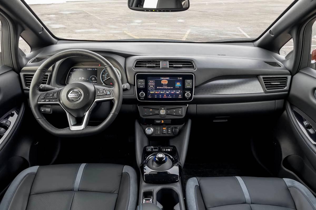 nissan-leaf-sl-plus-2021-13-cockpit-shot--dashboard--front-row--interior.jpg