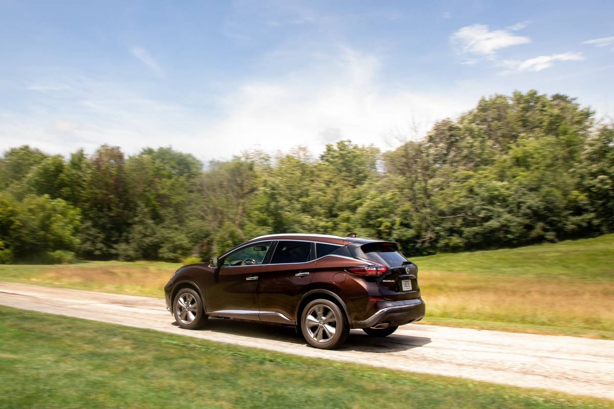 nissan-murano-platinum-2019-03-brown--dynamic--exterior--rear.jpg