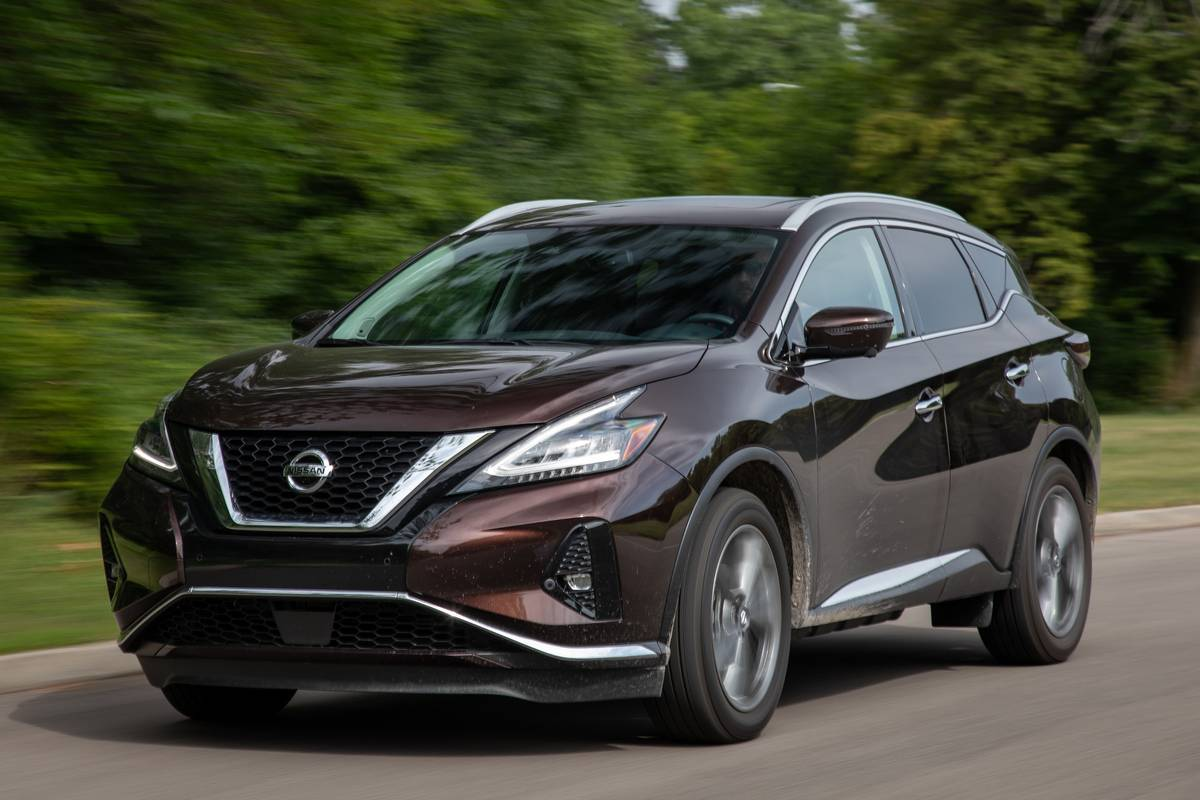 nissan-murano-platinum-2019-04-angle--brown--dynamic--exterior--front.jpg