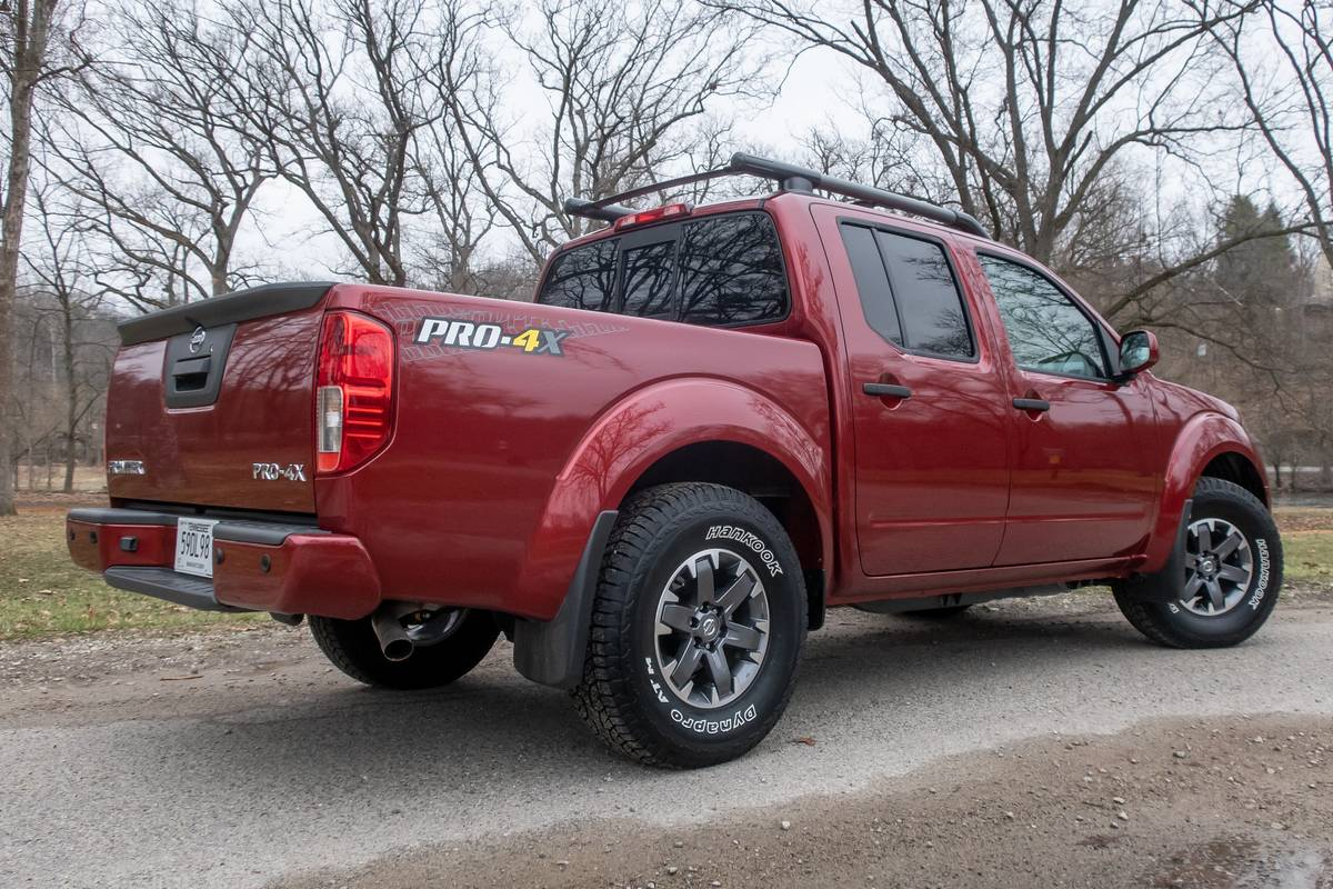 2020 Nissan Frontier Pro-4X: 7 Pros and 4 Cons