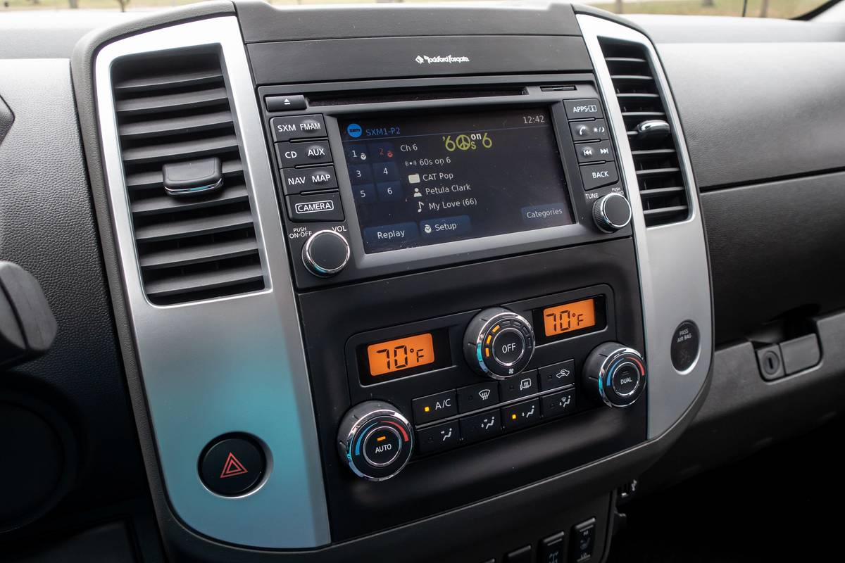 2020 Nissan Frontier Pro-4X touchscreen and multimedia controls