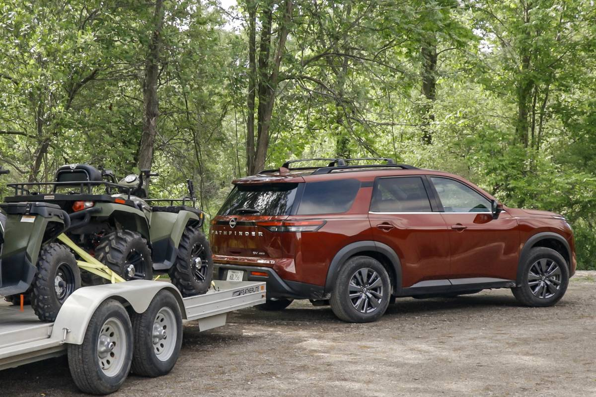 nissan-pathfinder-sv-2022--09-angle--exterior--rear--red--towing.jpg