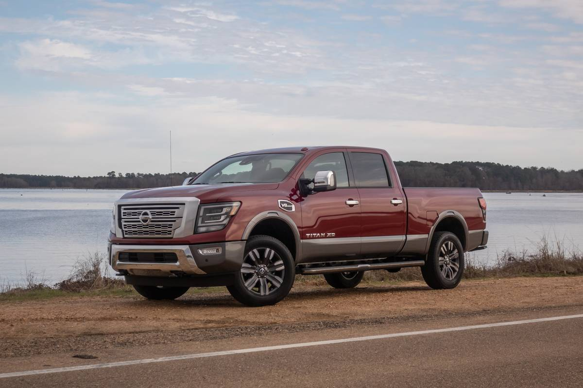 nissan-titan-xd-2020-01-angle--exterior--front--red.jpg