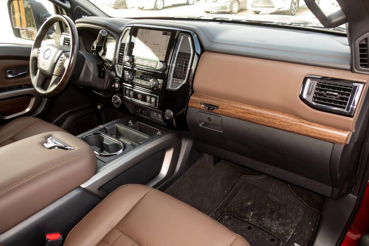 nissan-titan-xd-2020-16-front-row--interior.jpg