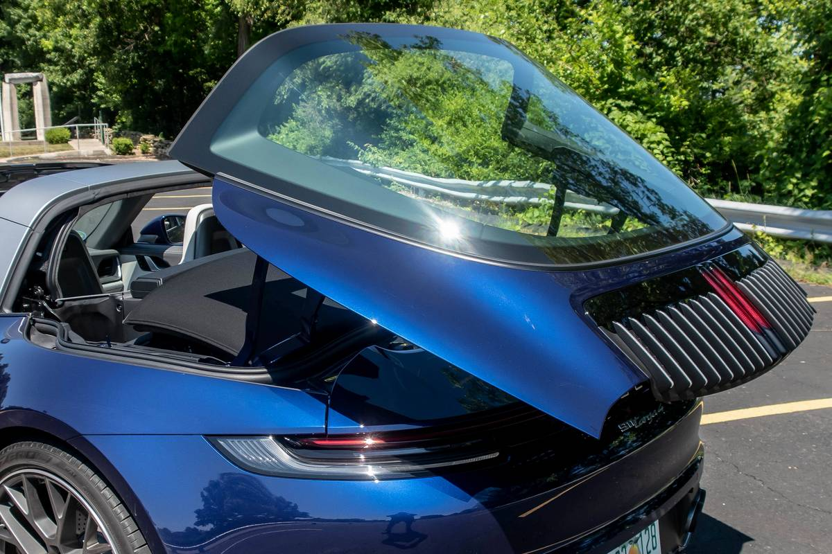 2021 Porsche 911 Targa 4 rear windshield