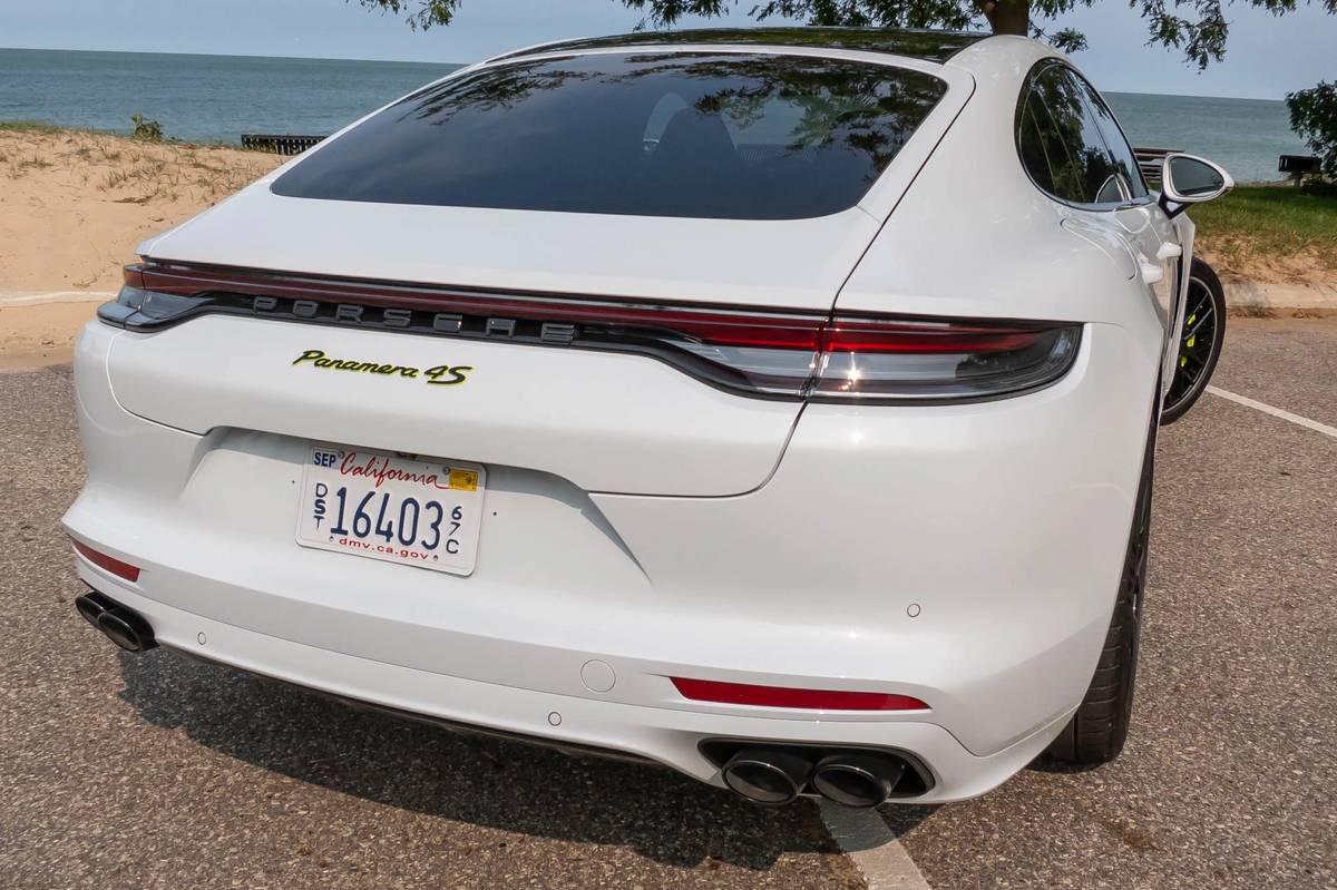 porsche-panamera-4s-e-hybrid-2021-09-exterior--rear--taillights--white.jpg