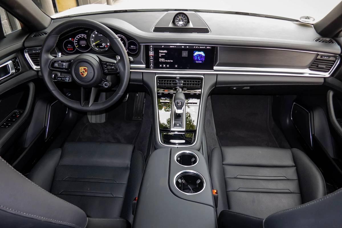 porsche-panamera-4s-e-hybrid-2021-13-cockpit-shot--dashboard--front-row--interior.jpg