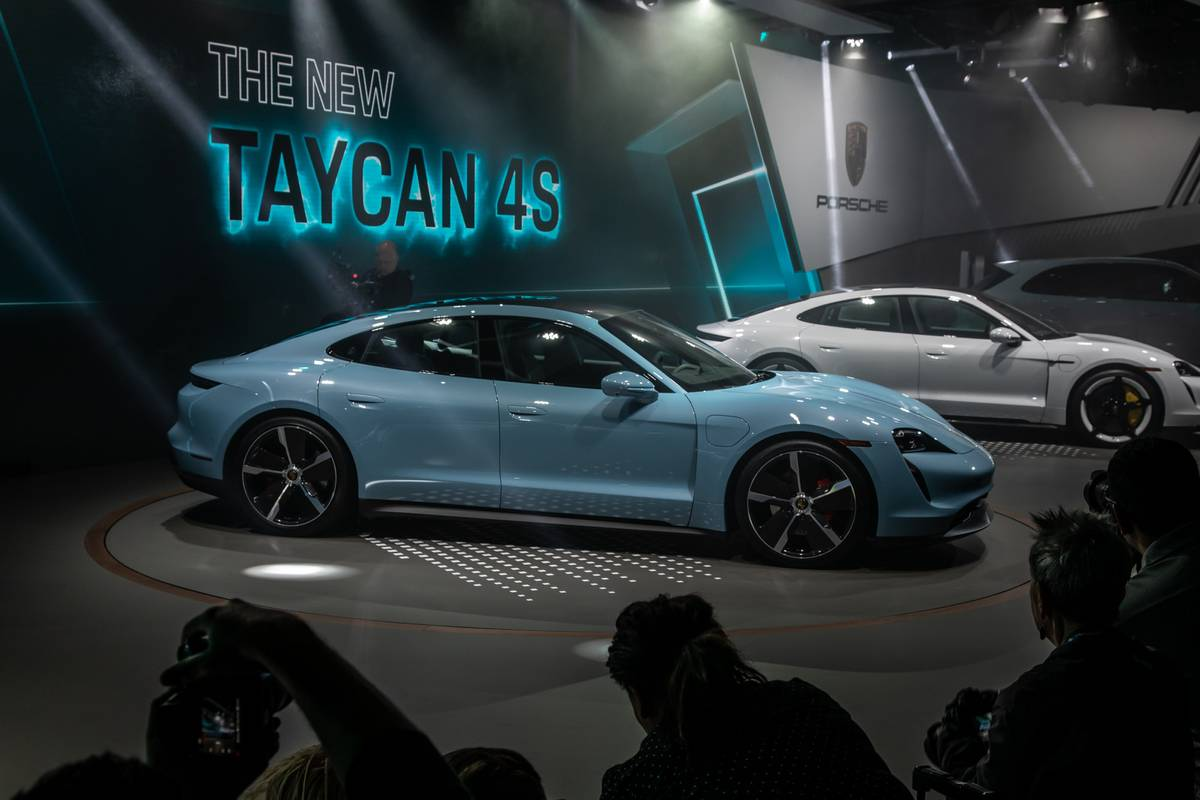 porsche-taycan-4s-2020-cl-01-exterior-profile-blue.jpg