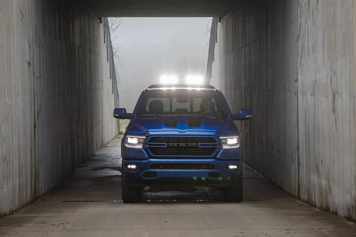ram-1500-big-horn-mopar-2019-03-blue--exterior--front--textures-and-patterns.jpg