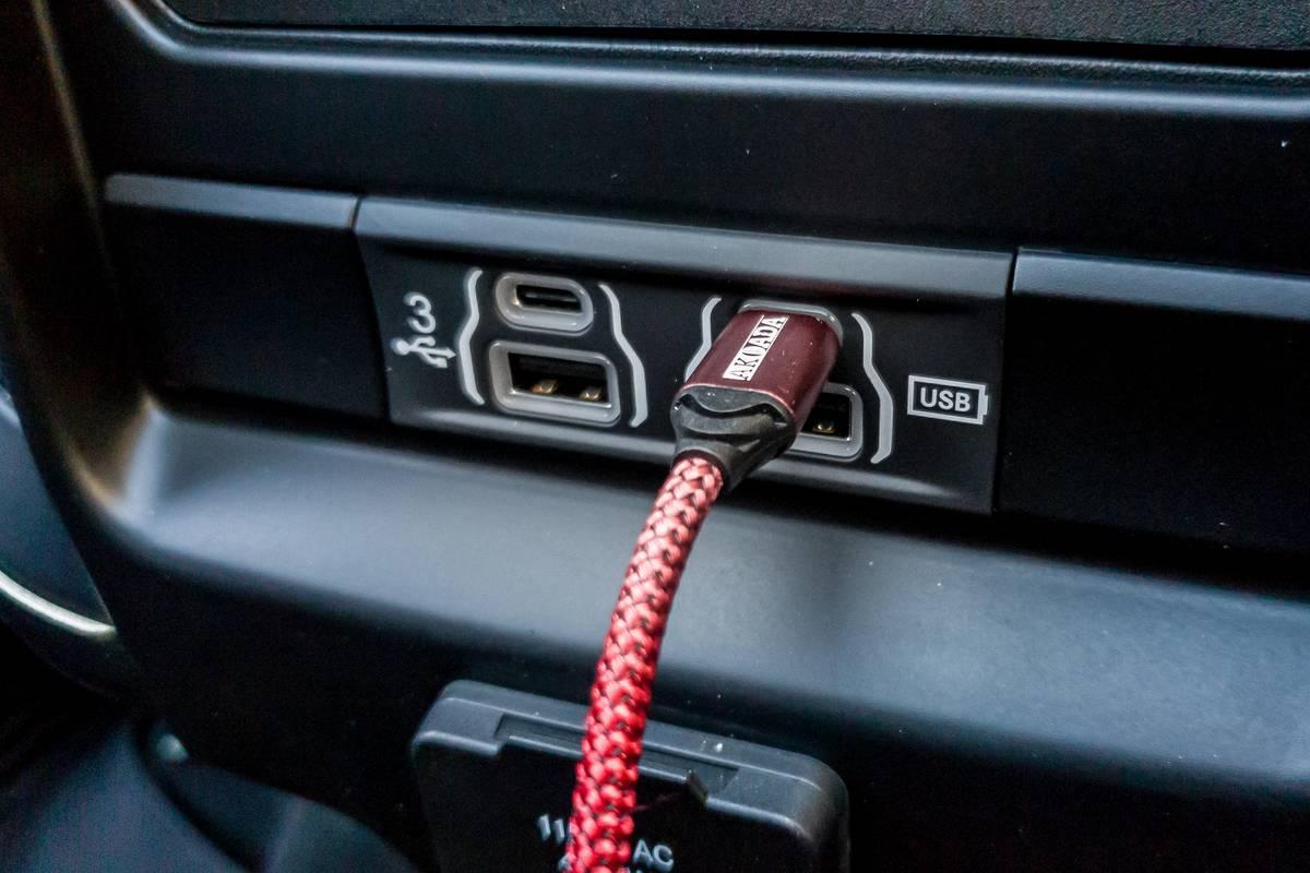 ram-rebel-2020-02-charging-port--interior--usb.jpg