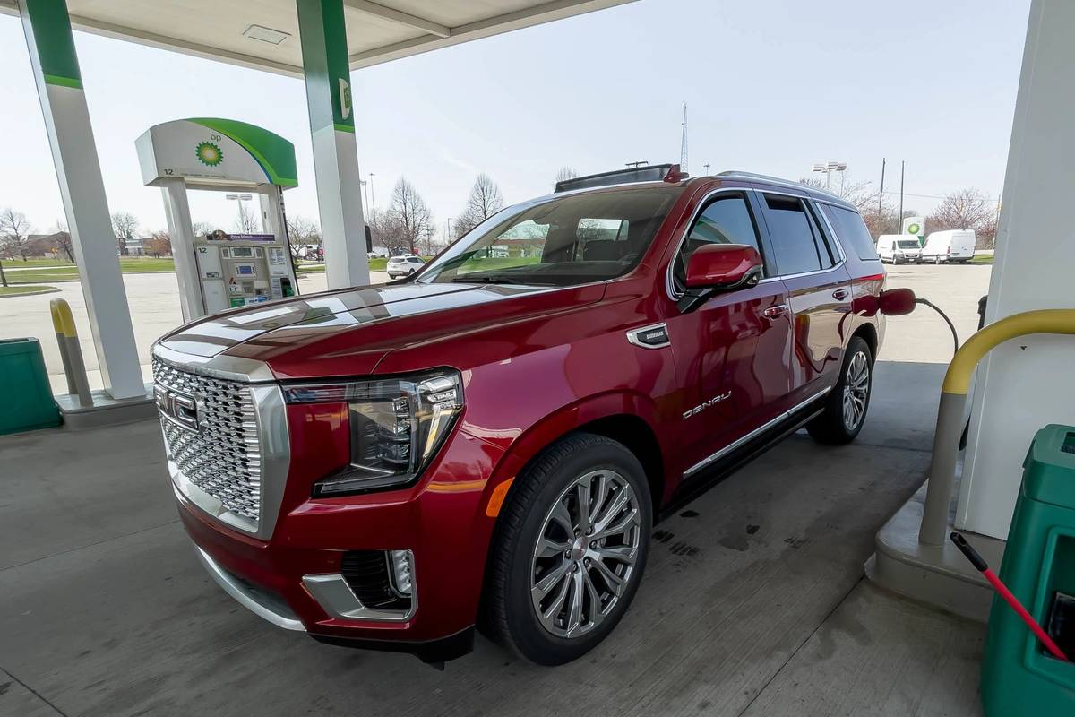 ram-yukon-denali-diesel-2021--02-angle--exterior--front--fueling--gas-station--red.jpg