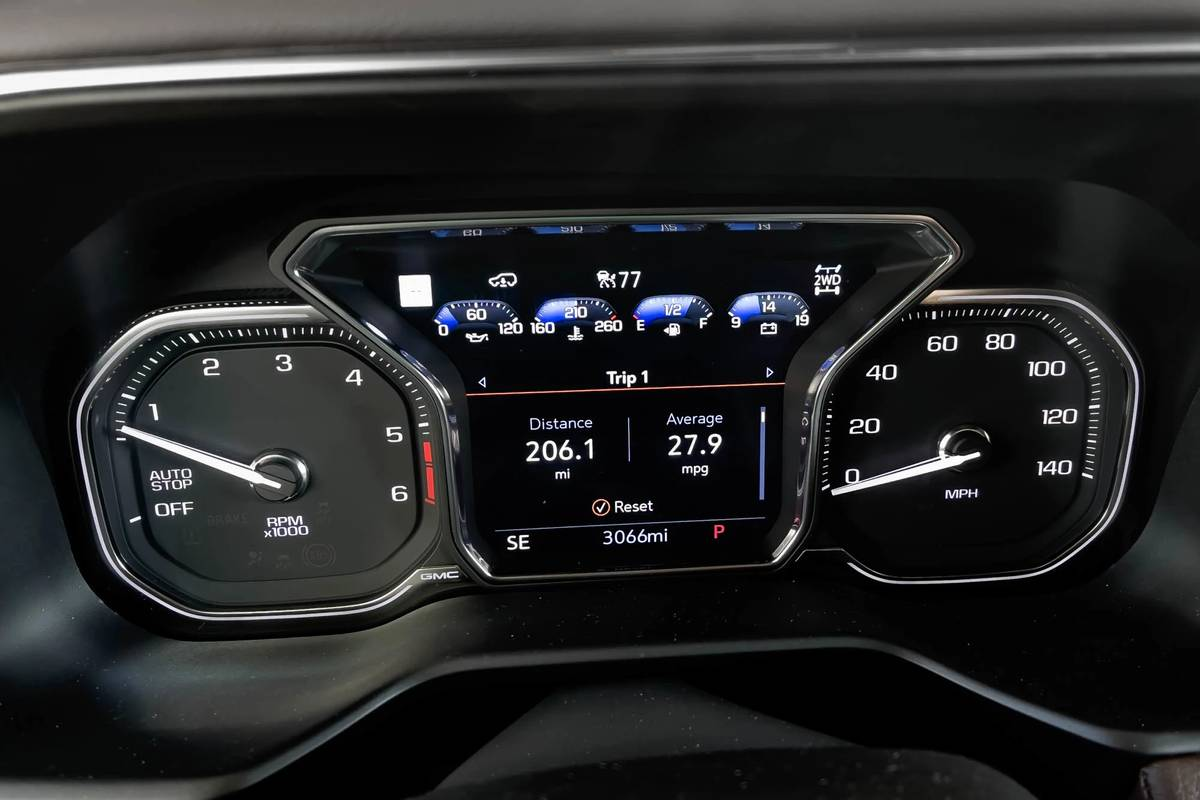 ram-yukon-denali-diesel-2021--04-front-row--gas-mileage--instrument-panel--interior.jpg