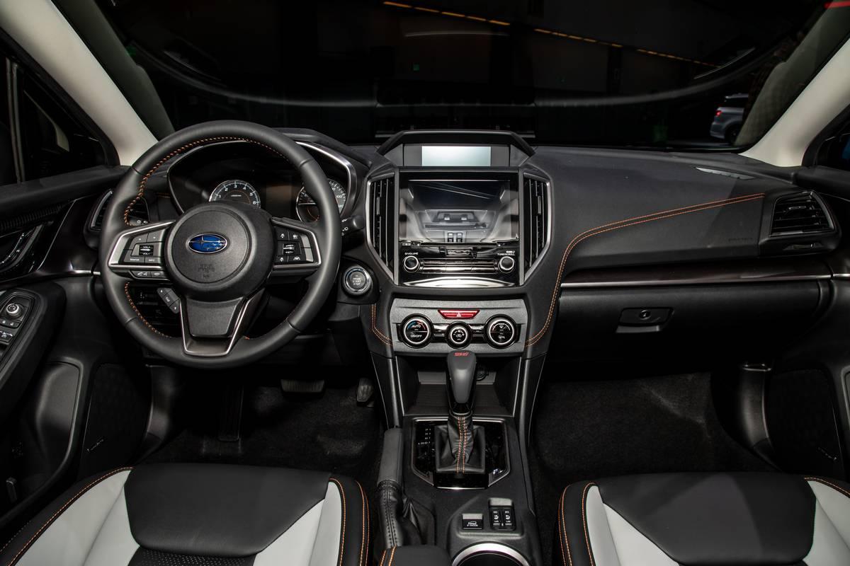 subaru-crosstrek-2020-04-cockpit-shot--interior.jpg