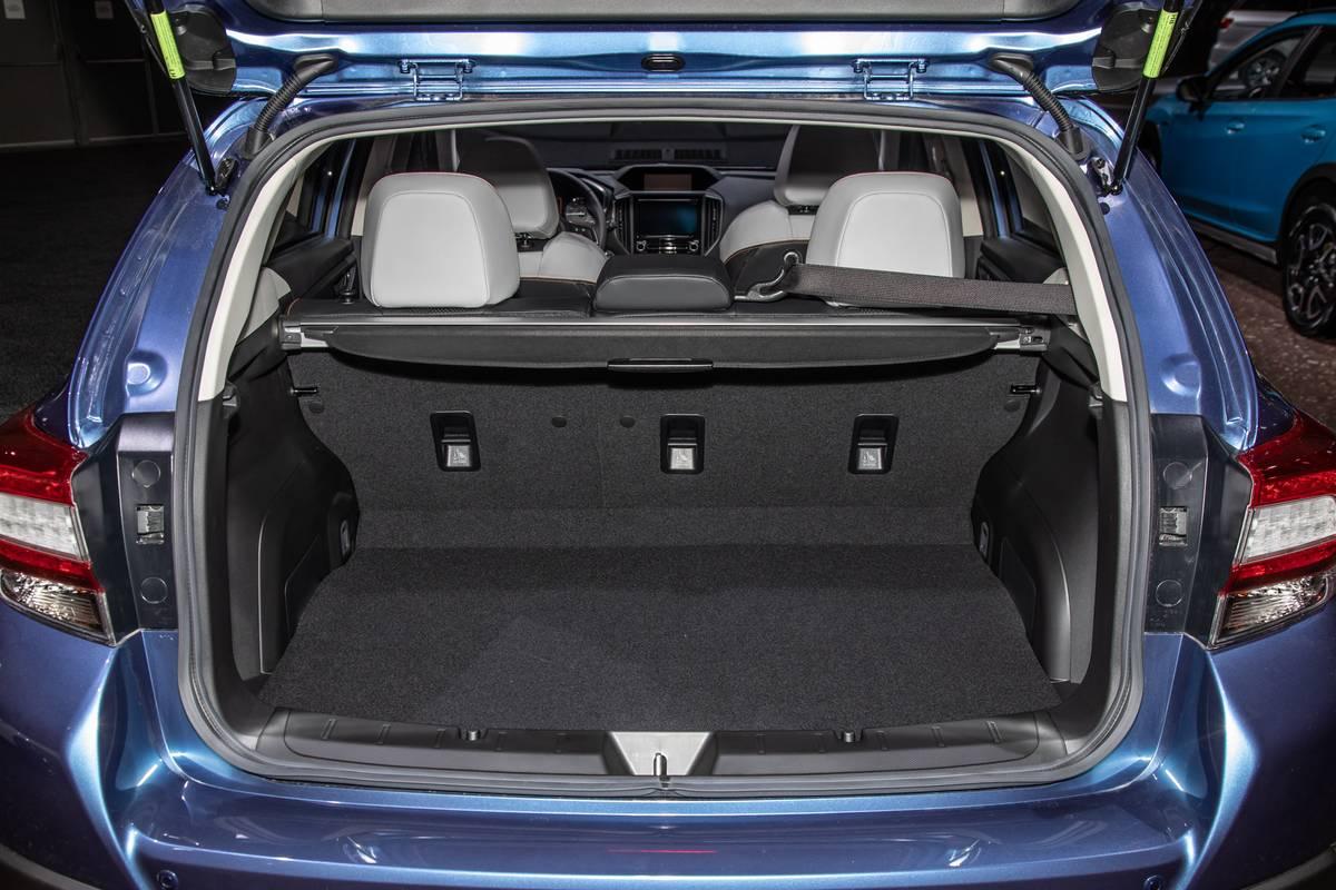 subaru-crosstrek-2020-09-interior--trunk.jpg
