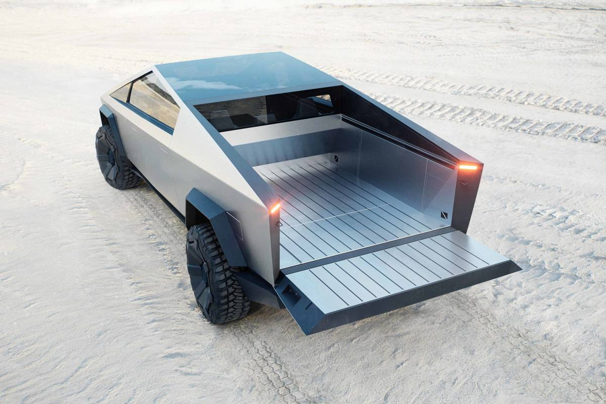 tesla-cybertruck--02-angle--bed--exterior--rear--silver--tailgate.jpg