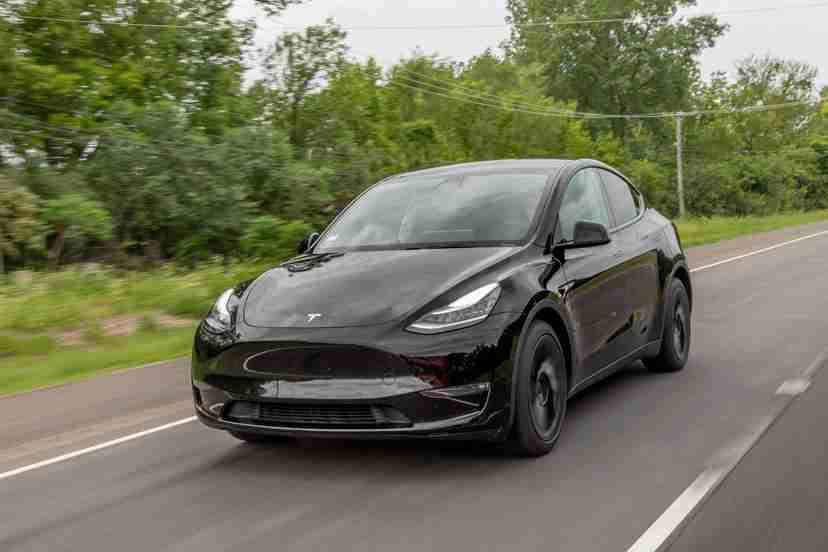 tesla-model-y-2021-01-angle--black--dynamic--exterior--front.jpg