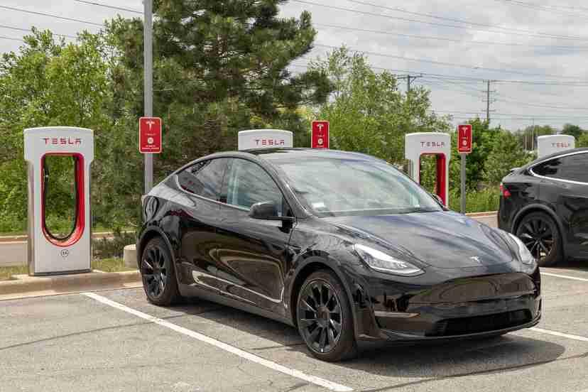 tesla-model-y-2021-13-angle--black--charging--exterior--front.jpg