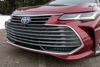 Is the 2021 Toyota Avalon Hybrid a Good Car? 4 Pros and 3 Cons