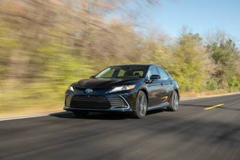 2021 Toyota Camry Hybrid: 5 Things We Like, 3 Things We Don't