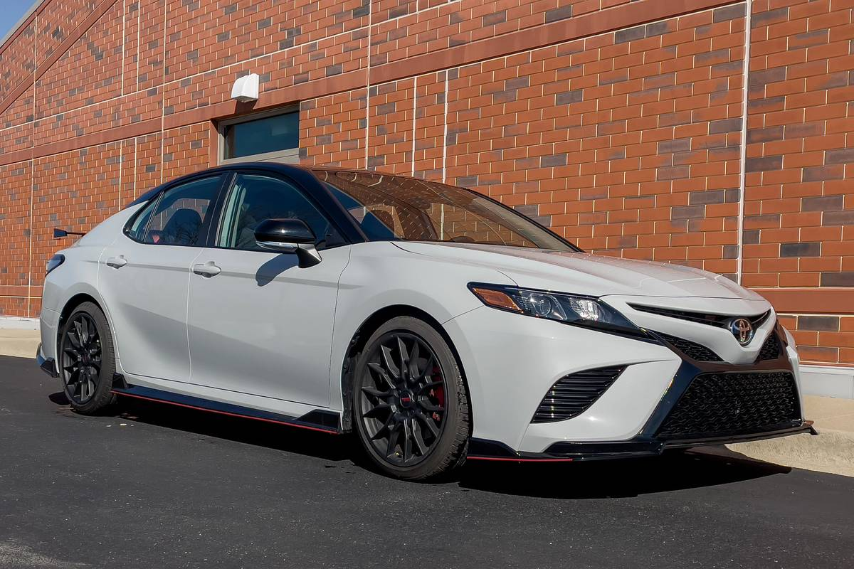 toyota-camry-trd-2021-01-angle--exterior--front--white.jpg