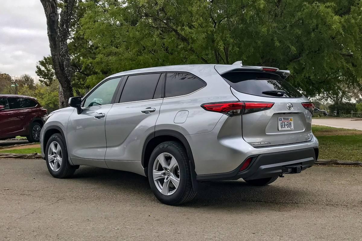toyota-highlander-2020-04-rear-angle-exterior-silver.jpg