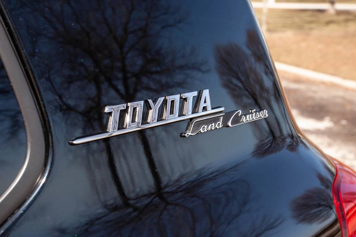 toyota-land-cruiser--heritage-edition-2021--06-black--exterior--model-emblem.jpg