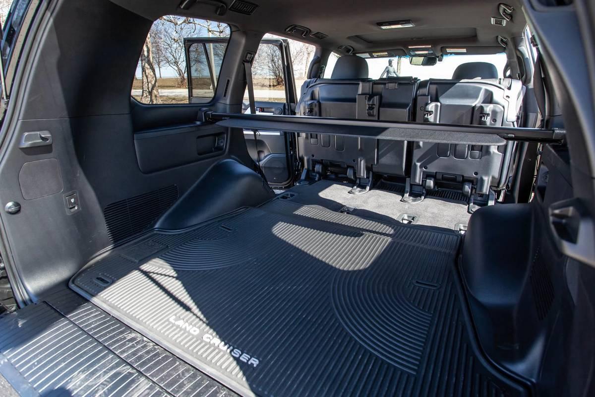 toyota-land-cruiser--heritage-edition-2021--59-folding-seats--interior--rear-cargo.jpg