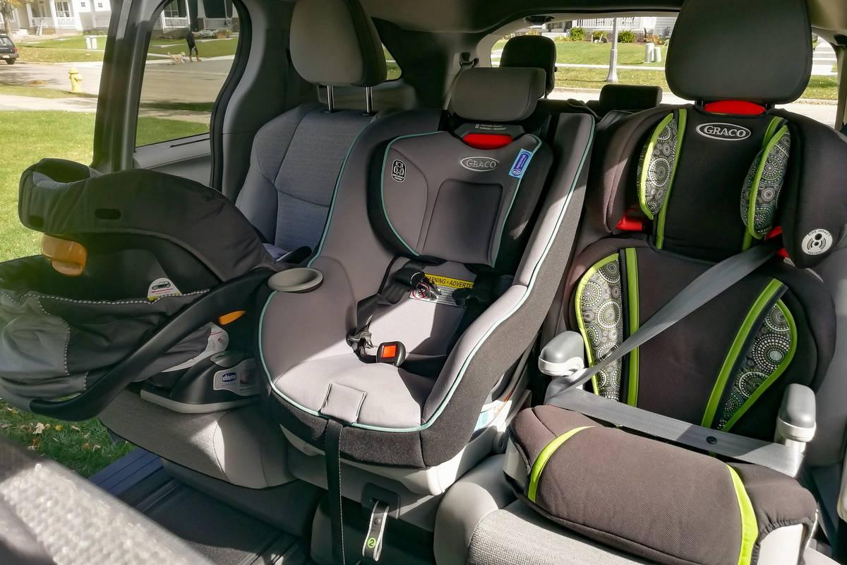 toyota-sienna-2021-01-car-seat-check--second-row.jpg